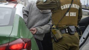 Detuvieron a sujeto vendiendo perfumes robados en saqueo del miércoles en Santiago