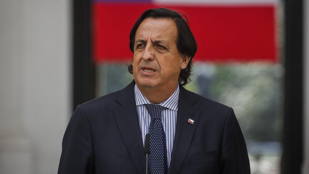 """Ministro del Interior por Carabinero baleado en La Araucanía: """"Esto nos demuestra que la violencia solo trae dolor"""""""