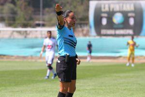 """María Belén Carvajal, primera árbitra a cargo de un partido profesional en Chile: """"El árbitro no cambia por su sexo, es simplemente árbitro"""""""