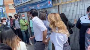 Vecinos de Maipú funaron a diputado Joaquín Lavín y a alcaldesa Cathy Barriga