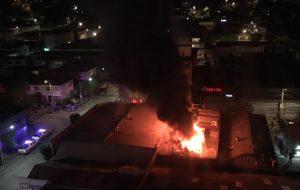 Incendio estructural afecta a locales comerciales en Viña del Mar