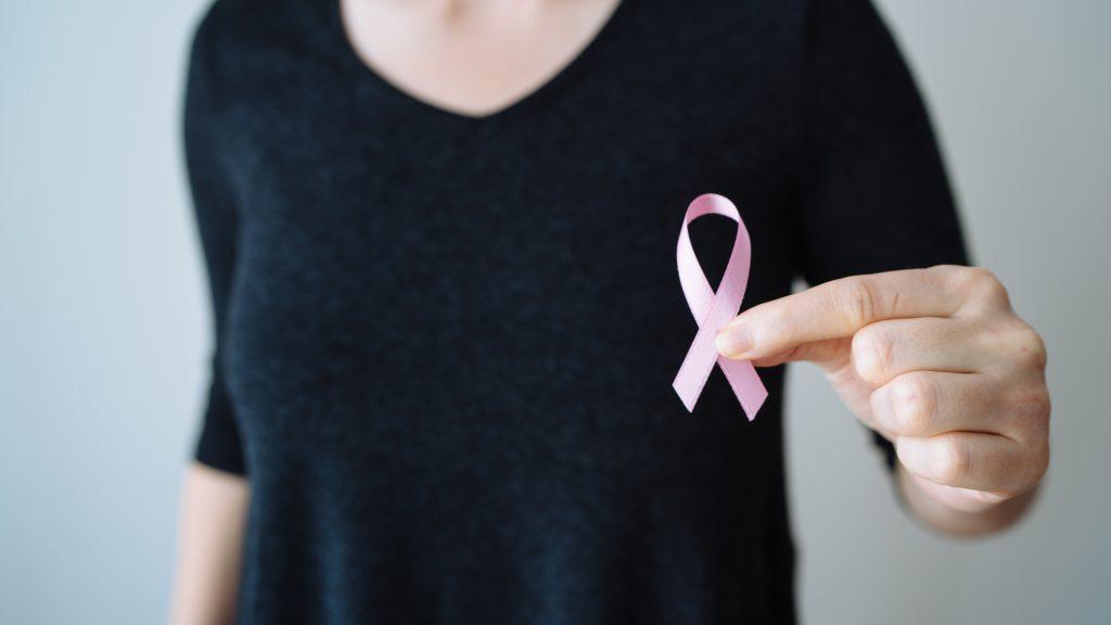 """Día Internacional del Cáncer de Mama: Experta afirmó que """"sigue siendo la primera causa de muerte por cáncer en las mujeres de Chile y del mundo"""""""