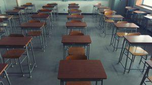 Viralizan video de profesor golpeando a alumno que se negaba a usar mascarilla en clases