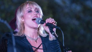 Miley Cyrus causó furor con sus increíbles covers de The Cranberries y The Cure