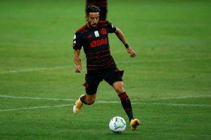 Mauricio Isla se disculpó por error cometido en el duelo entre Flamengo e Inter de Porto Alegre