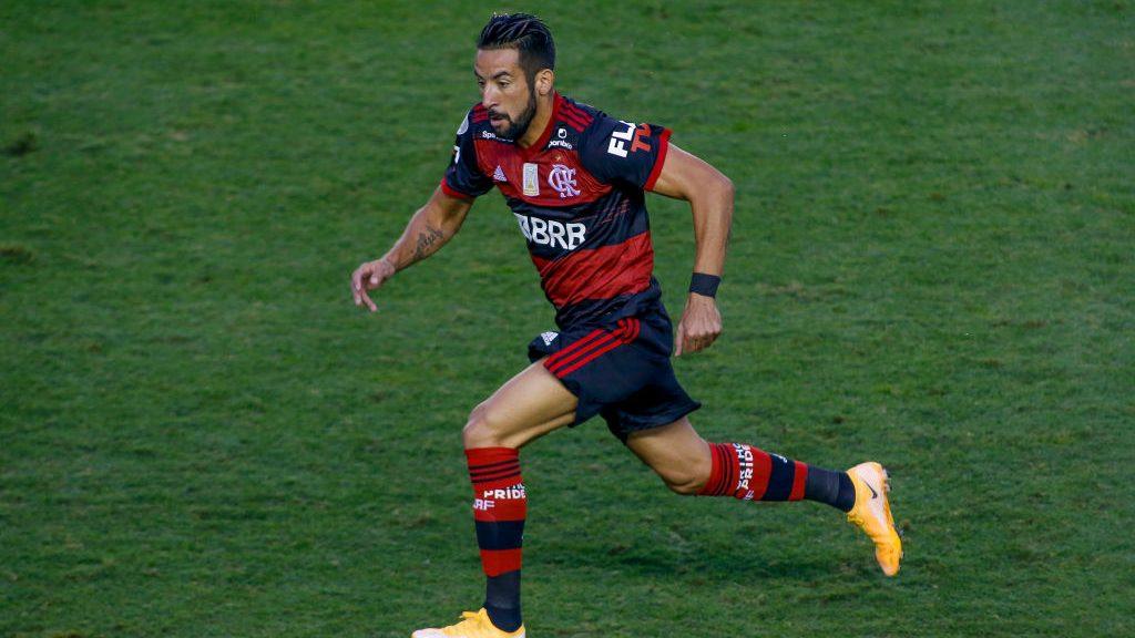 """Buen momento del """"Huaso"""": Así fue la asistencia de Mauricio Isla en la victoria del Flamengo por el Brasileirao"""