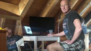 Va al trabajo con falda y tacones: el ingeniero en robótica que rompe los estereotipos de vestuario