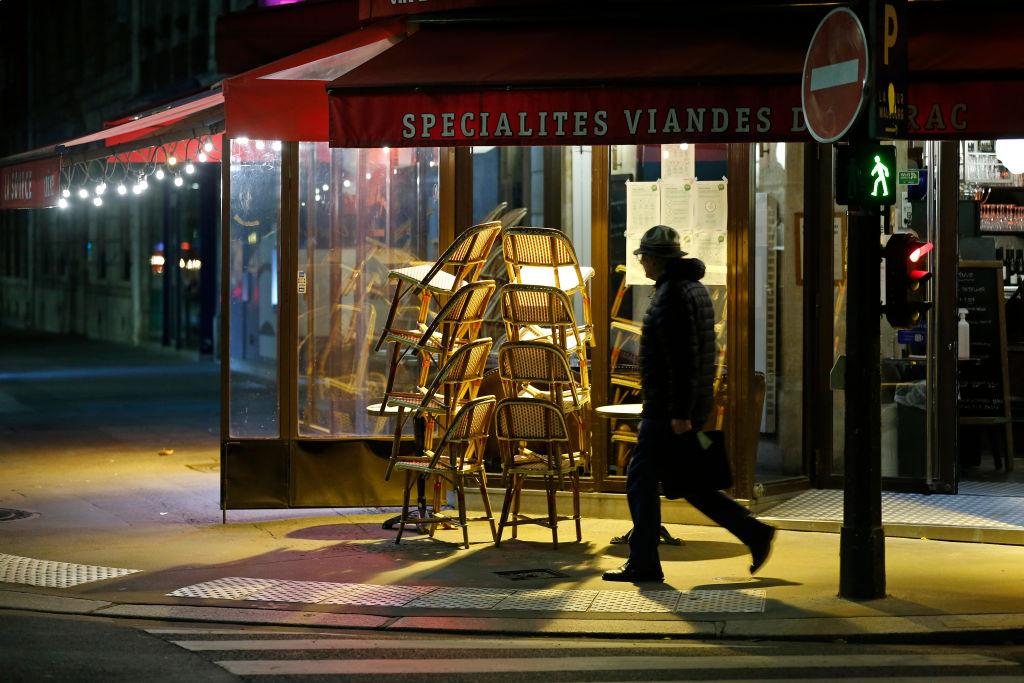 El cierre anticipado de un restaurant por el toque de queda en París