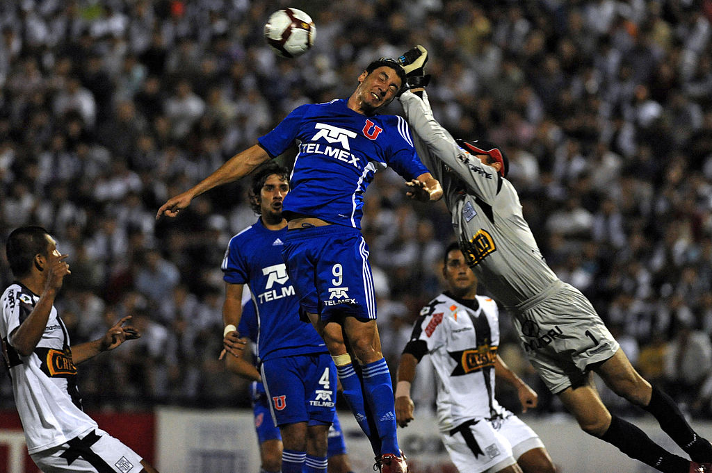 Forsyth enfrentando a Universidad de Chile en la Libertadores 2010