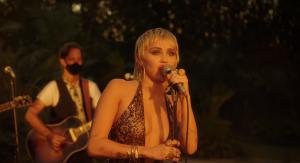 """Miley Cyrus sorprendió a los fanáticos y fanáticas de Pearl Jam con cover de """"Just Breathe"""""""