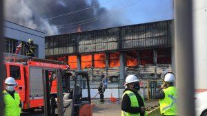 Incendio afecta a empresa pesquera Camanchaca en Talcahuano