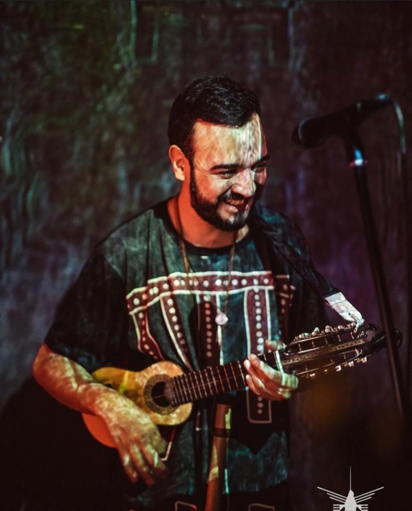 En MundoVivo escuchas material exclusivo de Rodrigo Gallardo
