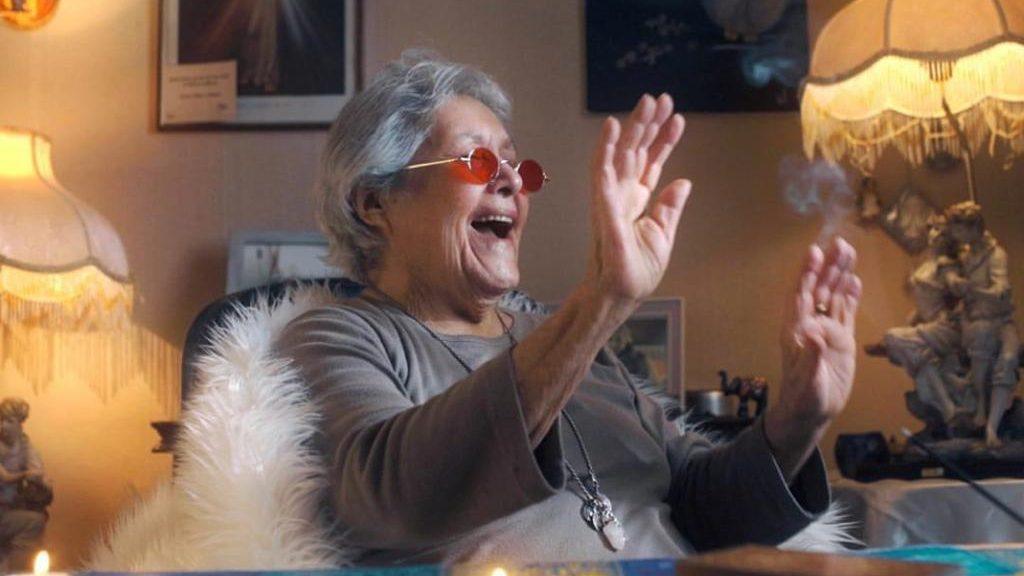 """Para ayudar a los adultos mayores: La """"Cumbia del Encierro"""" se transformó en una campaña internacional"""