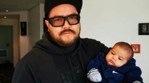 """""""Me siento feliz por ser el primero"""": papá que fue a votar en Nueva Zelanda llama a chilenos a participar en plebiscito"""