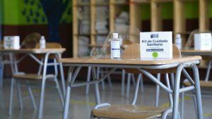 Cinco colegios en Pirque regresaron este jueves a clases presenciales: Tienen horarios y asistencia reducida