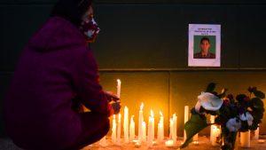 Manifestantes en Temuco realizaron velatón en recuerdo de carabinero que murió baleado en La Araucanía