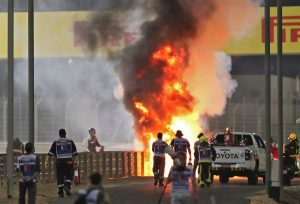 Salió casi ileso: El impactante accidente en el inicio del GP de Bahrein de F1