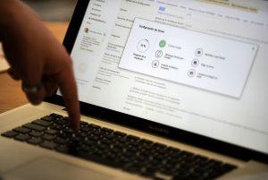 Fiscalía entregó al Minsal la copia de los correos electrónicos del exministro Mañalich y la subsecretaria Daza