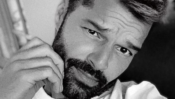 """""""Cuando estas aburrido, decolórate"""": Ricky Martin sorprende a sus fanáticos con radical cambio de look"""