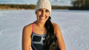 Nadadora chilena Bárbara Hernández rompió récord tras cruzar el lago Chungará: está postulando al Guinness