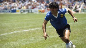 """Los himnos para Maradona: Las más de 30 canciones dedicadas a """"La mano de dios"""""""