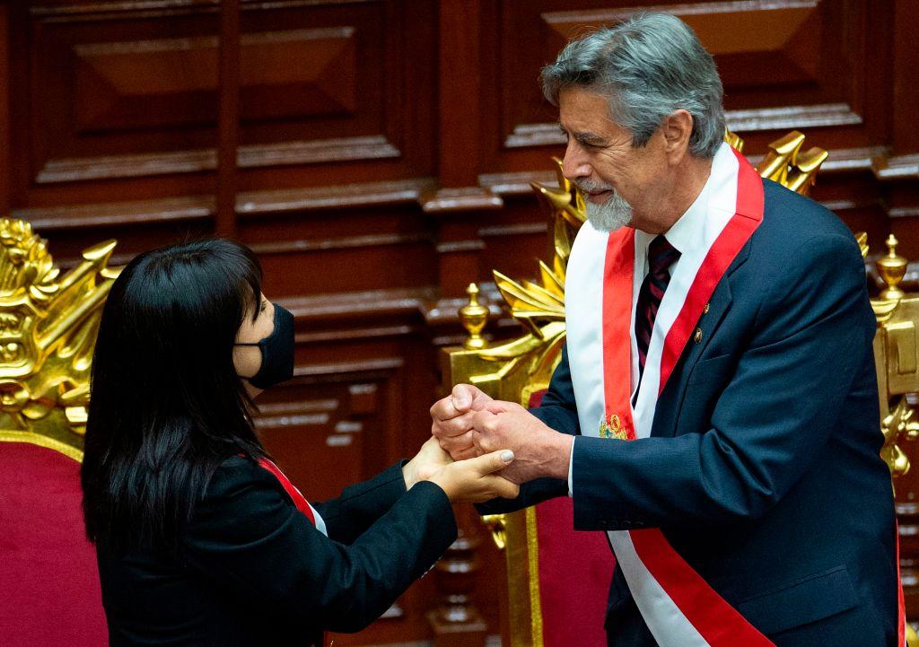 Francisco Sagasti asume como presidente de Perú