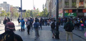 Nueva jornada de manifestaciones: Cerca de 400 personas intentan llegar al frontis de La Moneda