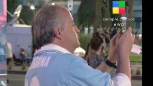 Embajador Monckeberg fue fotografiado sin mascarilla en despedida de Maradona