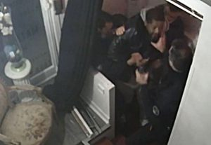 Fiscalía de Francia pidió imputar a los policías que golpearon a un afrodescendiente