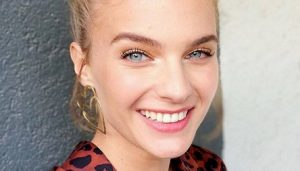 Josefina Montané sorprendió al crear maquillaje inspirado en la modelo Linda Evangelista