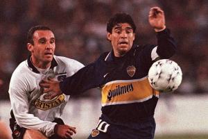 Maradona y el fútbol chileno: Jugó por la UC, golazo contra la U y lujitos ante Colo-Colo