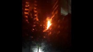 Adulto mayor resultó con quemaduras en incendio de departamentos en Santiago