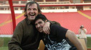 """Maradona By Kusturica: El día en que Maradona cantó """"La Mano de Dios"""""""