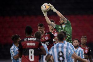 ¡Tremendo Gabriel Arias! El golero chileno es figura y junto a Racing eliminaron al Flamengo de la Copa Libertadores