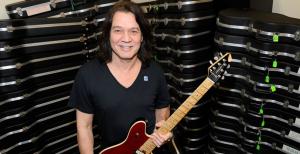 Hijo de Eddie Van Halen está molesto porque subastaron tres guitarras personalizadas de su padre