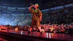 Billie Eilish canceló la gira mundial que la traería a Chile