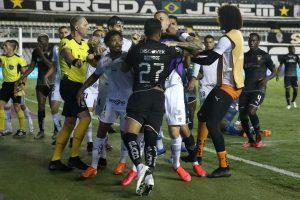 A los golpes terminó la llave entre Santos y Liga de Quito por la Copa Libertadores