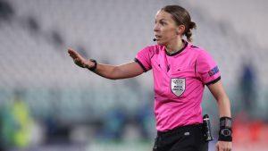 Stéphanie Frappart se llevó todo los elogios tras convertirse en la primera mujer en arbitrar un partido de Champions League