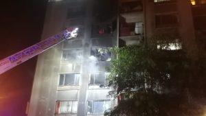 Incendio en edificio del centro de Santiago consumió dos departamentos