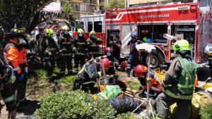 Hombre de 70 años cayó a un foso de diez metros en bandejón central de Avenida Matta