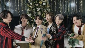 """BTS dio inicio a la Navidad con su propia versión de """"Santa Claus is coming to town"""""""