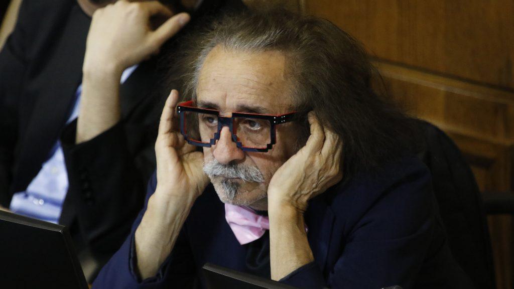 Comisión decidió sancionar a diputado Florcita Alarcón tras denuncia de publicación de fotografías íntimas