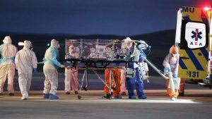 Cuatro pacientes con coronavirus son trasladados en avión de la FACh desde Antofagasta hacia Santiago