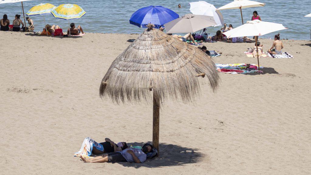 """Vacaciones ad portas de una cuarentena ¿tomarlas o no?: Psicóloga recomendó """"por lo menos unas dos semanas"""""""