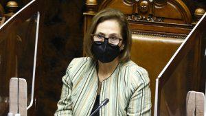 """""""Actitud misógina y prepotente"""": candidatos de oposición criticaron desaire de autoridades a Adriana Muñoz"""