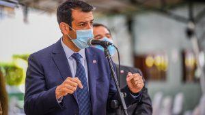 """Gobierno indaga la posibilidad de que asistentes y organizadores de fiestas clandestinas hagan """"trabajos voluntarios"""" con enfermos de Covid-19"""
