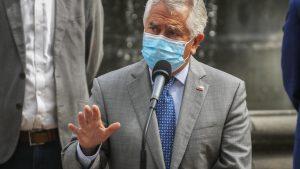 """Ministro Paris dijo que las altas cifras de contagios con Covid-19 son """"preocupantes"""" y pidió """"evitar el colapso de los hospitales"""""""