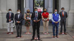"""Gobierno confirmó que vacunación masiva contra el Covid-19 comenzará """"la primera semana de febrero"""" tras reunión con alcaldes"""