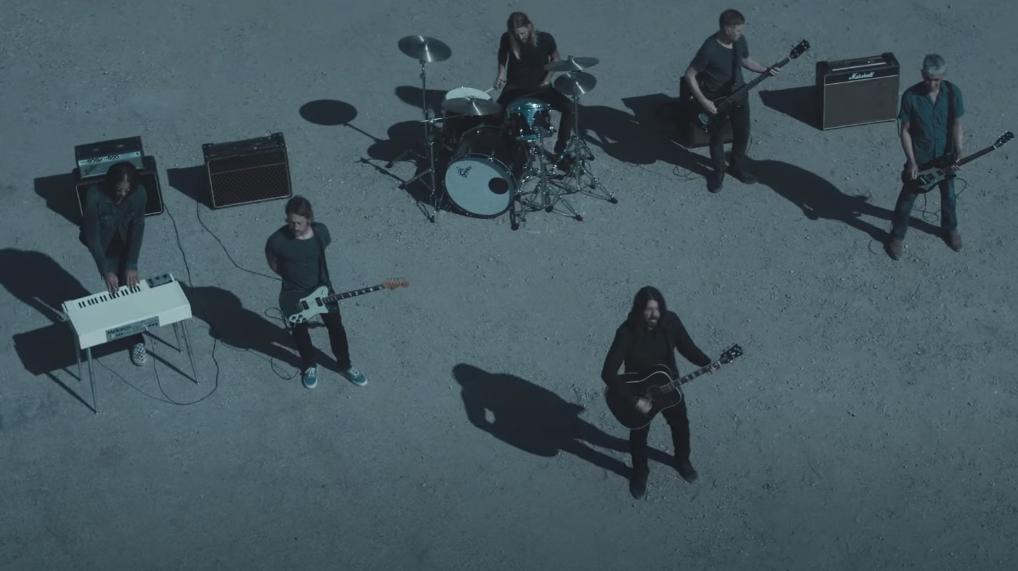 """Foo Fighters lanzó su nuevo sencillo y videoclip, """"Waiting on a War"""""""