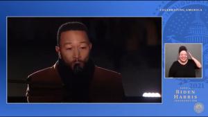 Intérprete de lengua de señas la rompió en las redes durante el show de John Legend en honor a Joe Biden